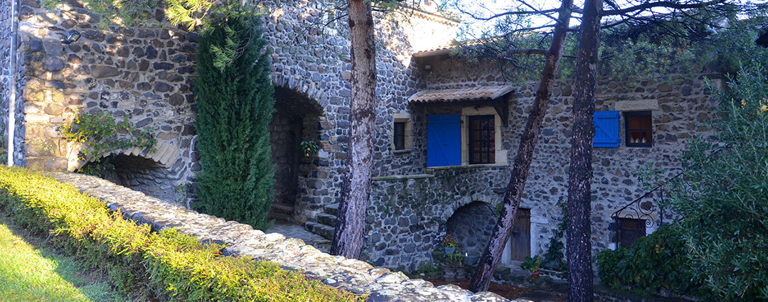 Le Domaine du Petit Moras, gite et séjour insolite en Ardèche